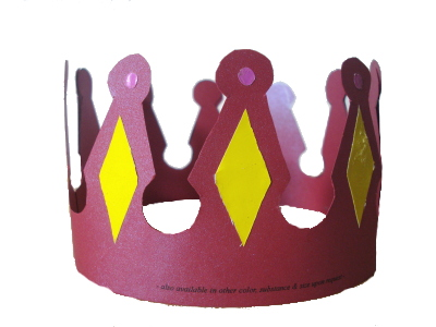 Mahkota Dari Kertas Mobil Mobilan Kayu Serta Pecut Cambuk Kecil